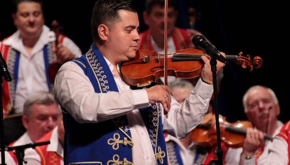Orkestar 100 romskih violina